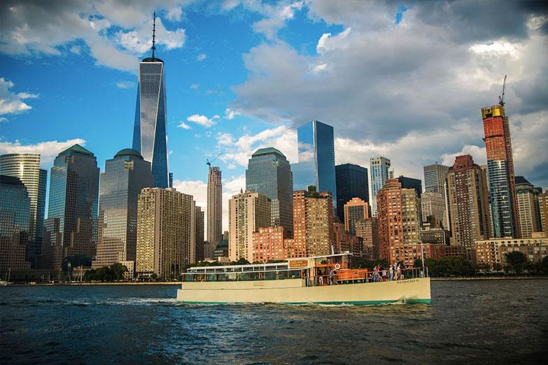 The Yacht Manhattan II - Classic Harbor Line Motor Yacht New